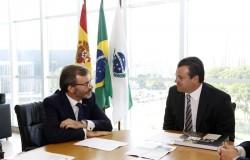 Governo recebe cônsul da Espanha para tratar de turismo e preparativos da Copa
